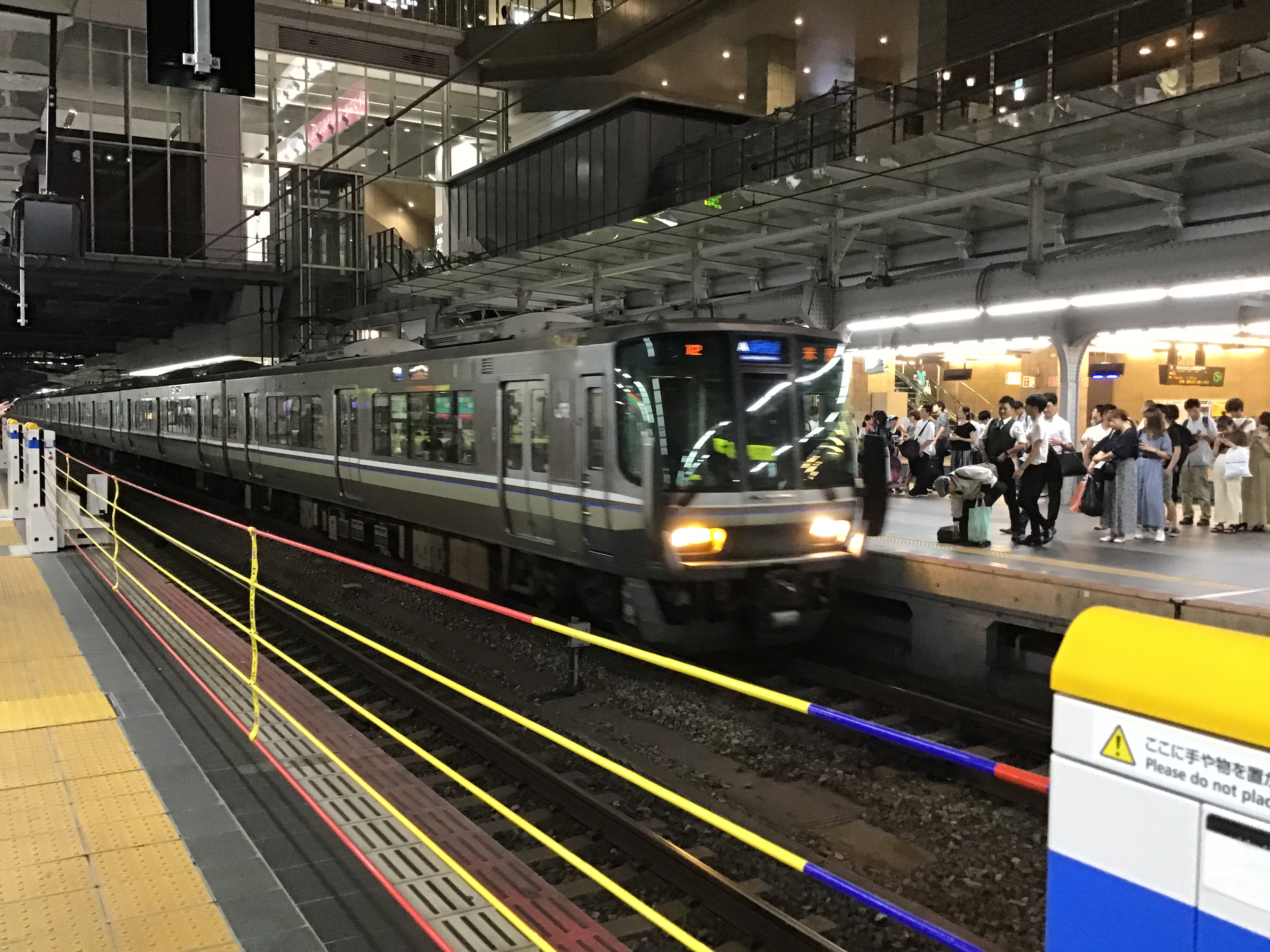 This is a local train bound for Takatsuki.