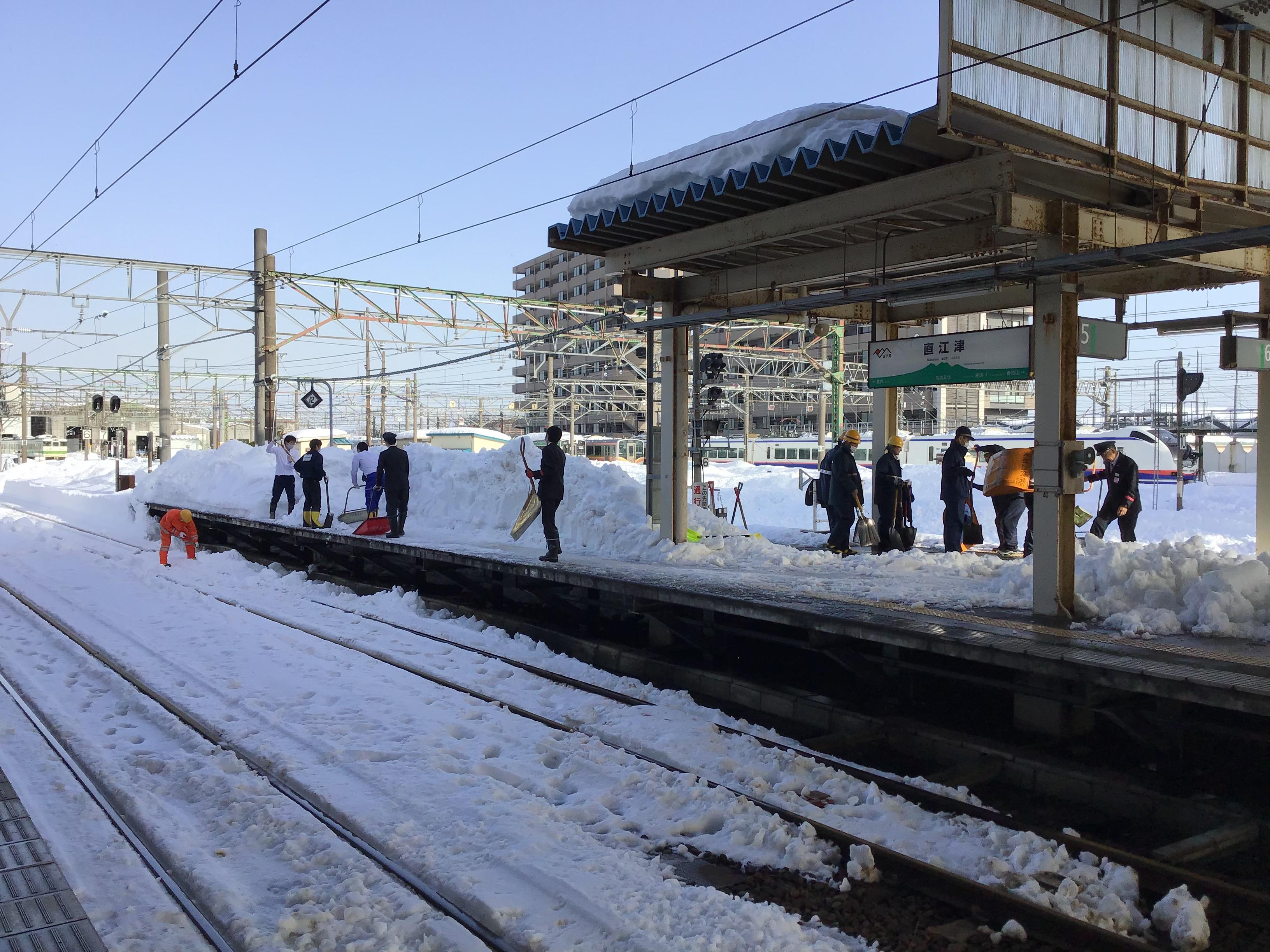 明日1月16日 始発から両線とも平常運転再開です。
